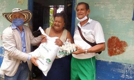 En Maceo se donan mercados a sus habitantes