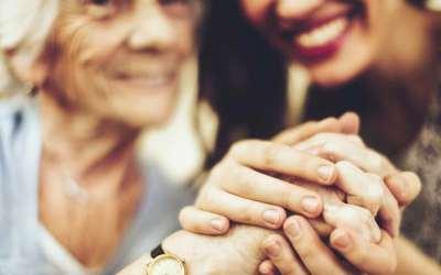 En Cáceres se cuida a las personas mayores