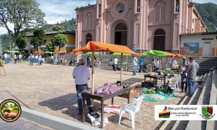Pueblorrico celebra el mercado campesino
