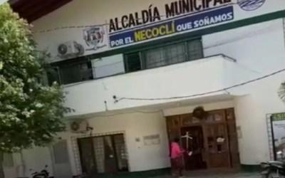 Cubano ataca la alcaldía de Necoclí
