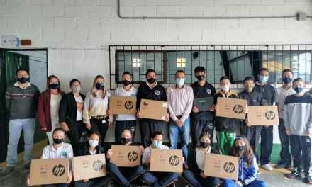 20 computadores donados al colegio del corregimiento San José en La Ceja