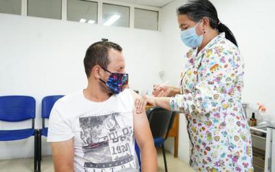 Antioquia finaliza el plan piloto de vacunación para los maestros
