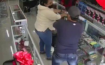 Delincuentes hurtaron en un local de celulares en La Ceja