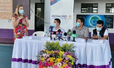 En Rionegro se entregó 320 computadores a instituciones