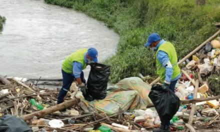 En La Ceja hallaron maderas, colchones, botellas y otros elementos en fuentes hídricas