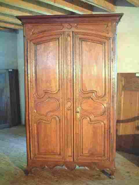 belle armoire louis 14 ancienne louis 15 en hetre noyer et chataignier portes