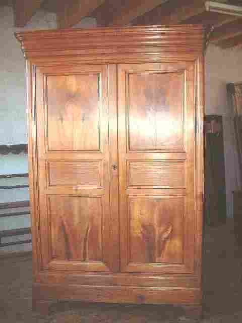 armoire louis philippe ancienne en merisier clair grand tiroir bas en facade