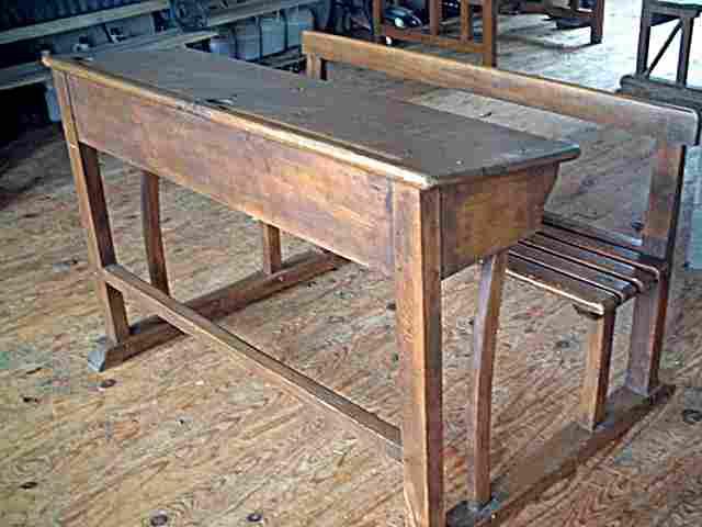 bureau d ecolier ancien en chene et hetre bois de belle qualite