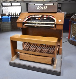 The console from the Rutt cinema organ