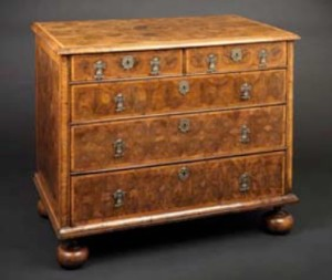 Fine William and Mary period oyster-cut laburnum chest of drawers