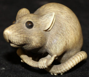 The 19th Century netsuke rat button