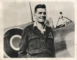 Flying ace Johnnie Johnson