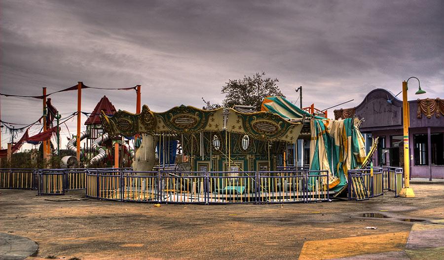 Abandoned Places- Jazzland Six Flags   900 x 527 jpeg 134kB