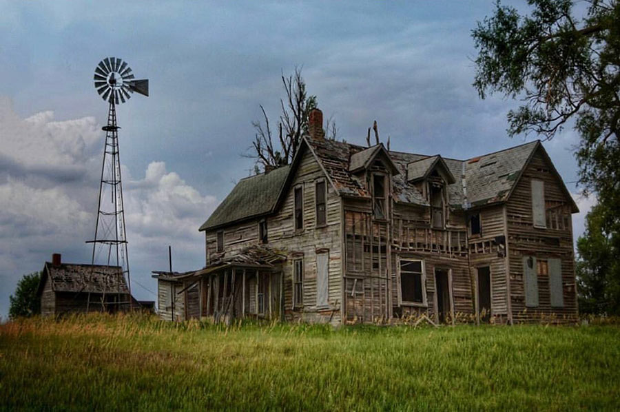 Abandoned home in Kansas prairie. Photo credit Francesca Catalini