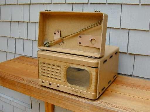 Motorola Model VT73 VT71 Golden View Television 1948