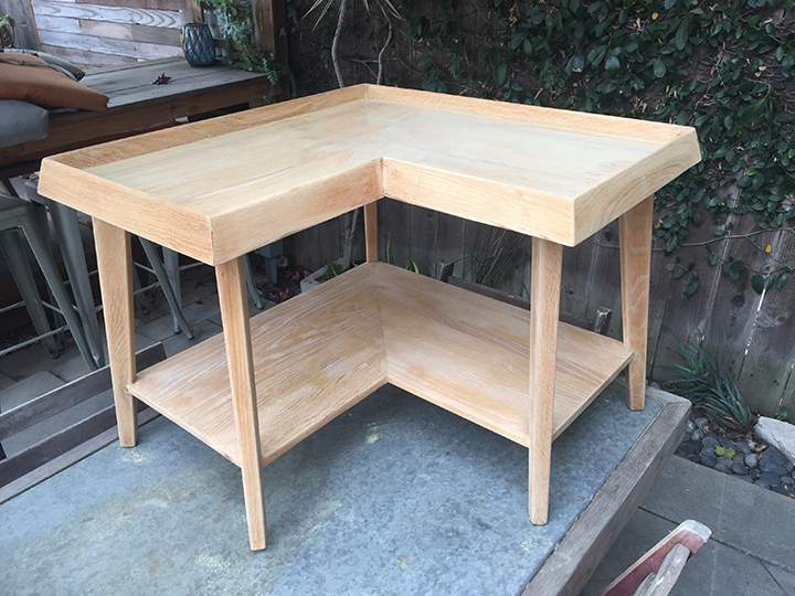 l shaped end or coffee table who made