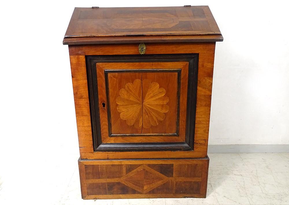 details sur meuble oratoire bois placage marqueterie rosace est france xviiieme siecle
