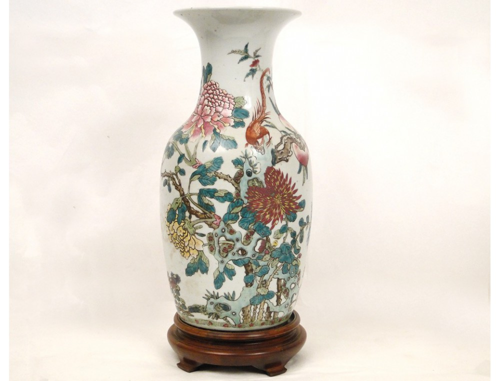 Chinese porcelain vase decorated with a bird and chrysanthemums late nineteenth