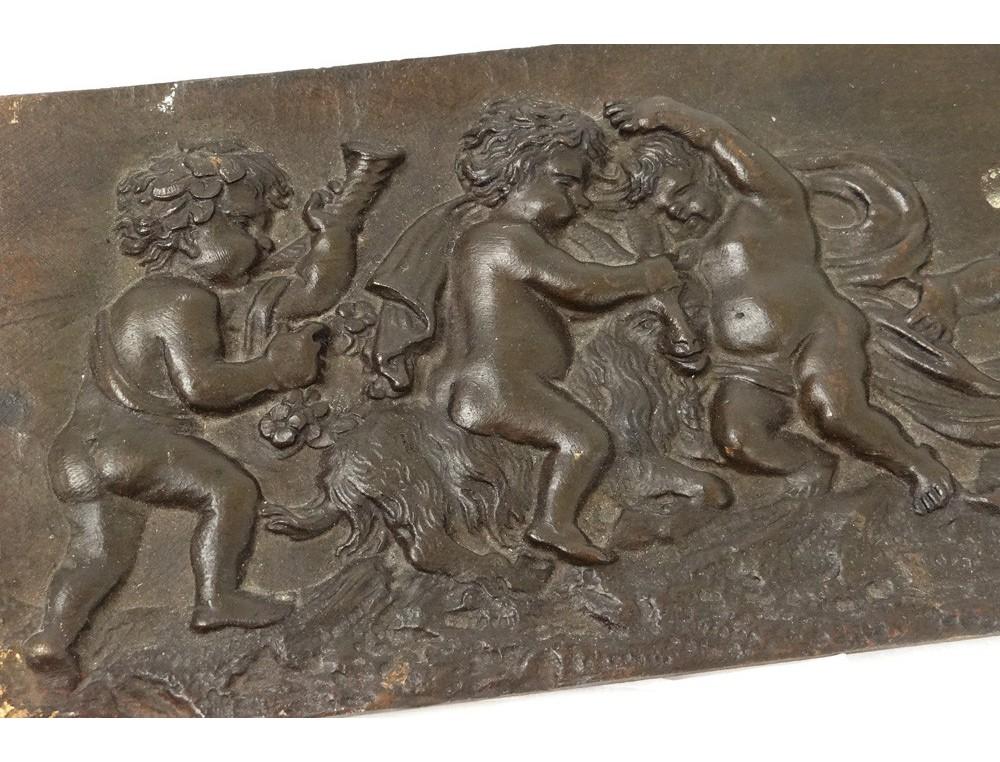 Sculpture basrelief bronze putti angelots boucs Clodion