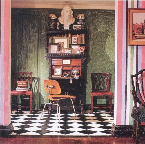 Jayne's first apartment on Washington Square. The stripes and other decorative paint updated the prewar architecture of the rooms. Photo Andrew Garn.