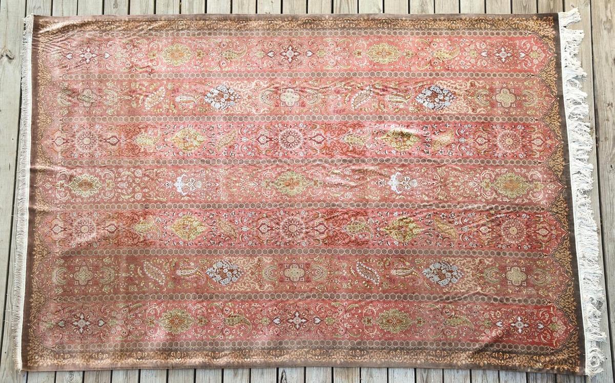 5897708 Large Salmon Ground Brown Bordered Silk Carpet