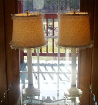 Antiques & Collectibles -- Lamp