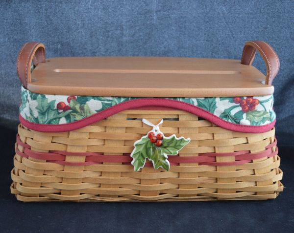2002 Longaberger Traditions Basket Holly Liner Slotted