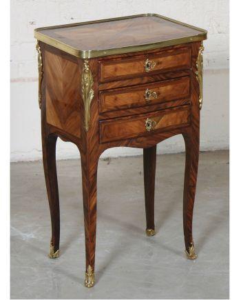 Petite table de salon marquetée Louis XV