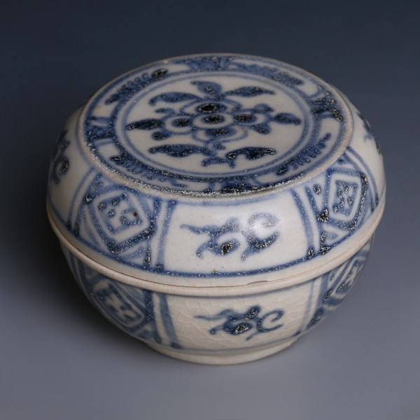 Hoi An Shipwreck Blue and White Decorated Box