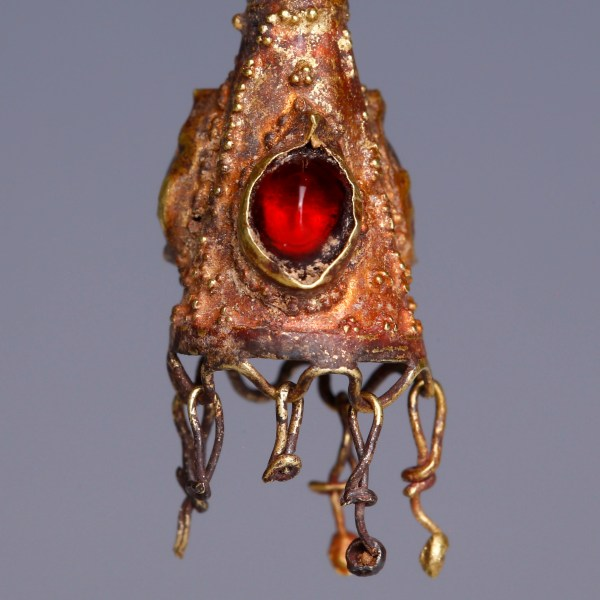 Ancient Roman Gold Pendant with Garnet