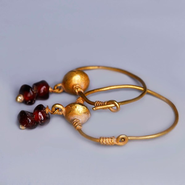 Ancient Roman Gold Earrings with Garnets
