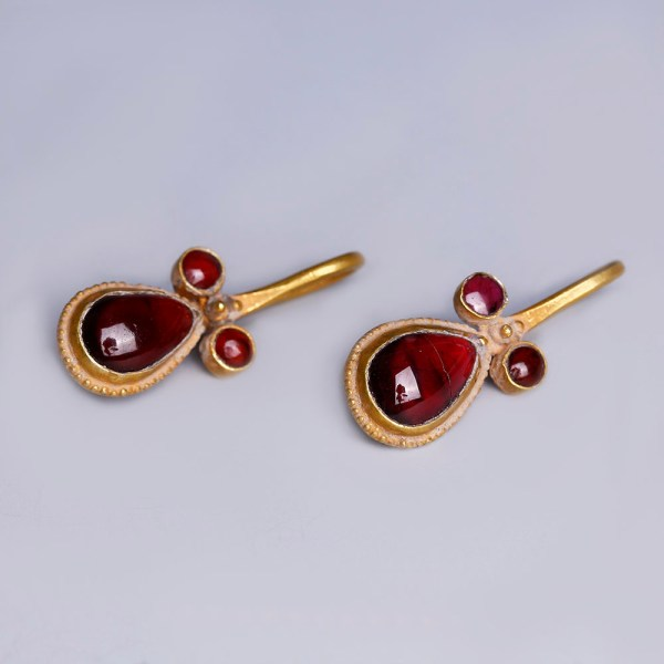 Exquisite Roman Gold Earrings with Garnets from the Mustaki Collection