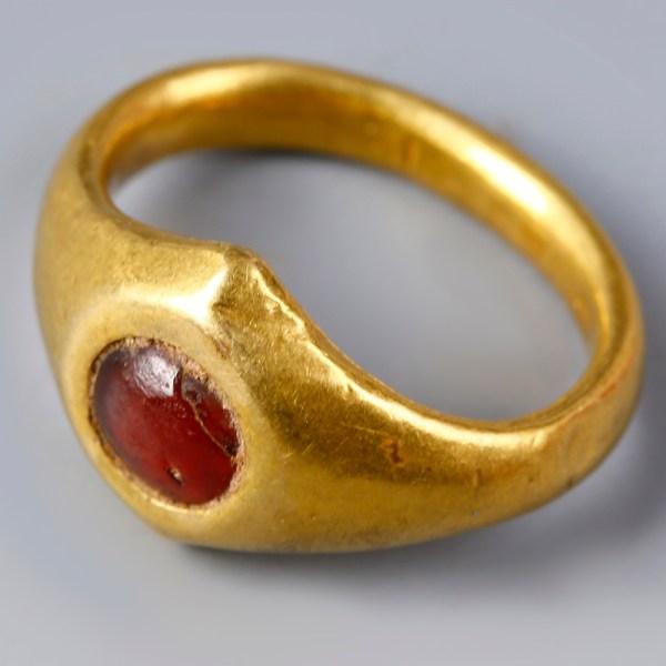Roman Gold Ring with Carnelian Stone