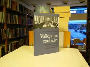 Vaikea tie rauhaan - Suomi Saksan, Ruotsin ja Neuvostoliiton puristuksessa kesällä 1944 (Paavo Rantanen)