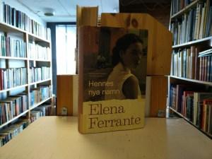 Ferrante, Elena - Hennes nya namn