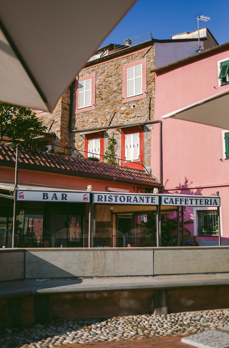 En cappuccino 8.30 på Piazza Caducci