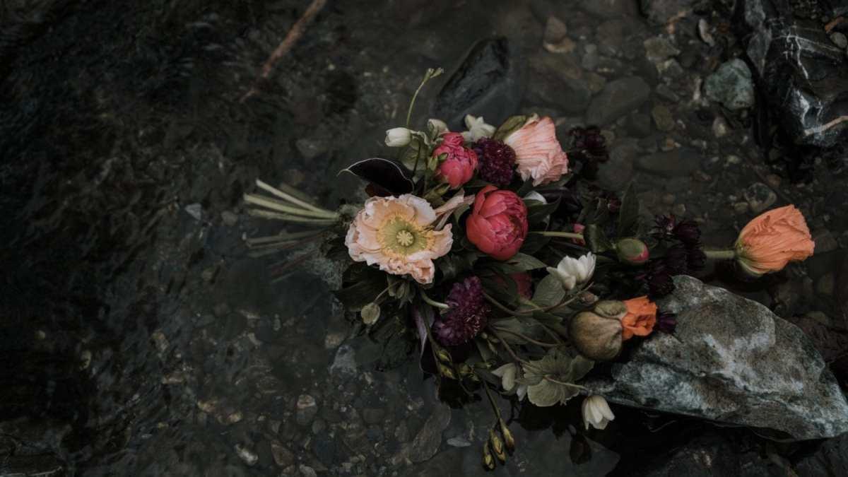 bouquet de fleurs Le meilleur photographe de mariage en Finistère Brest Morlaix Quimper