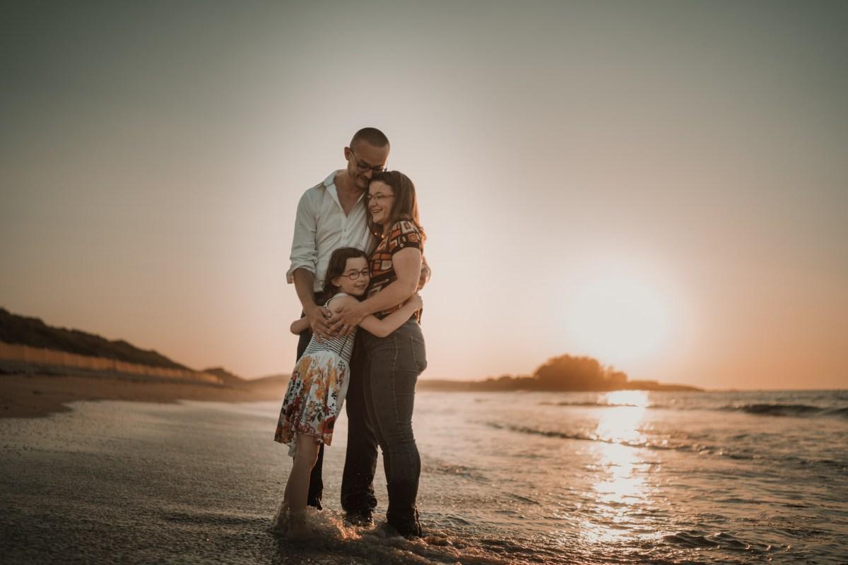 photographe pour familles Brest sur la plage à Lampaul Ploudalmézeau dans le finistère en bretagne
