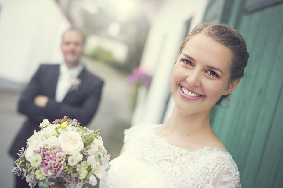 Antonia Binder  Braut Makeup und Brautstyling von