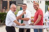 v.l.n.r.: Auch der Bürgermeister Dr. Dominik Pichler feierte mit den Schützen. Hier ist er im Gespräch mit Heinrich van Bühren und Goerg Bors