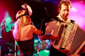 accordéoniste + danseuse