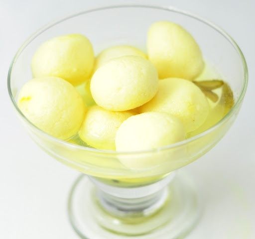 EASY RASGULLA – SOFT AND SPONGY INDIAN MILK DESSERT IN 30 MINUTES