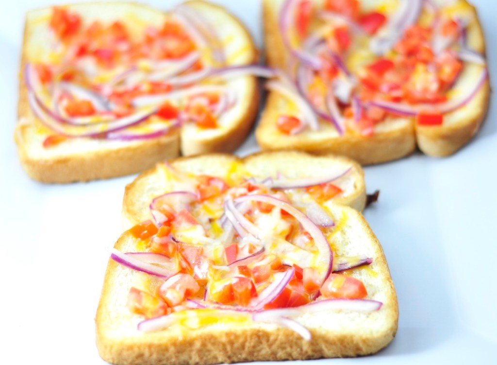 PIZZA STYLE CHEESE TOAST