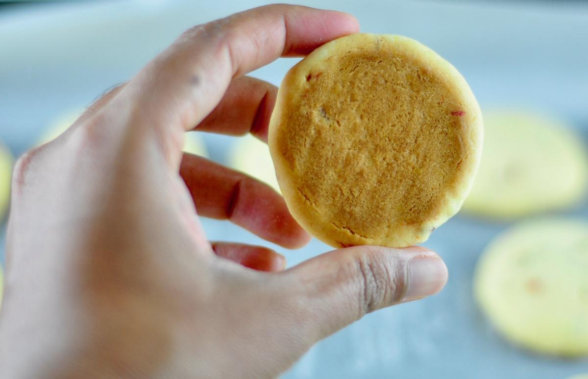 tutti frutti biscuits