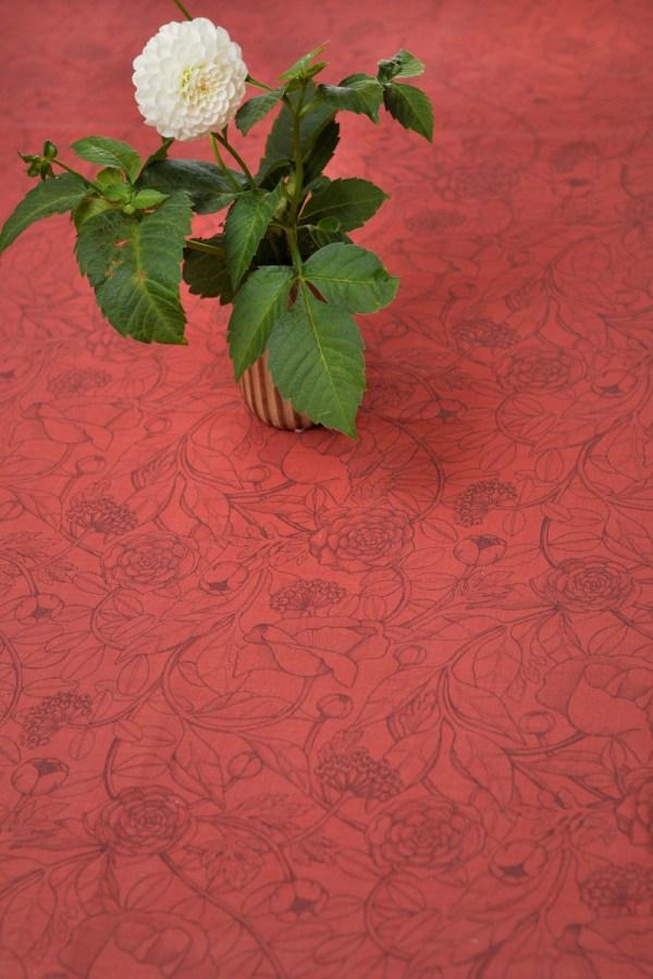 Bordsduk solglänta röd 135x220 cm