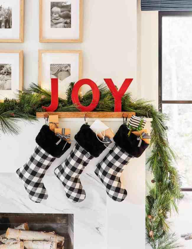 holiday fireplace decor ideas 11