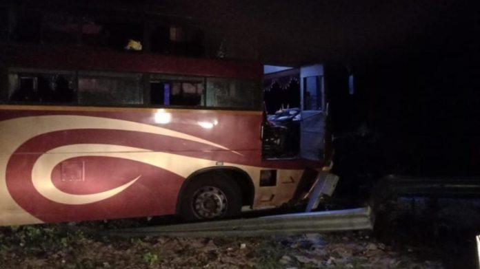 यह दुर्घटना ओडिशा के कंधमाल जिले के कलिंगा घाटी में हुई थी। (तस्वीरें: सफियन / इंडिया टुडे)