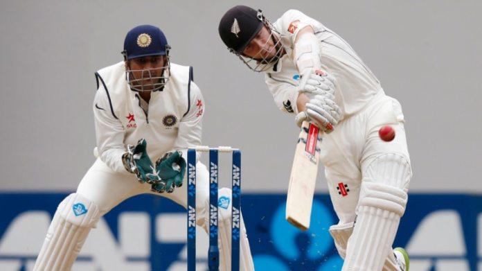 2014 में भारत के न्यूजीलैंड दौरे के दौरान एमएस धोनी और केन विलियमसन। (रॉयटर्स फोटो)