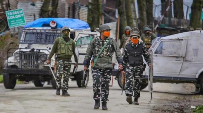 कश्मीर में सुरक्षा बलों और आतंकवादियों के बीच मुठभेड़ की फाइल फोटो
