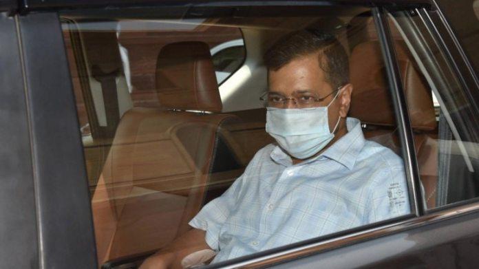 दिल्ली के सीएम अरविंद केजरीवाल 18 जून को नॉर्थ ब्लॉक में मीटिंग के बाद रवाना